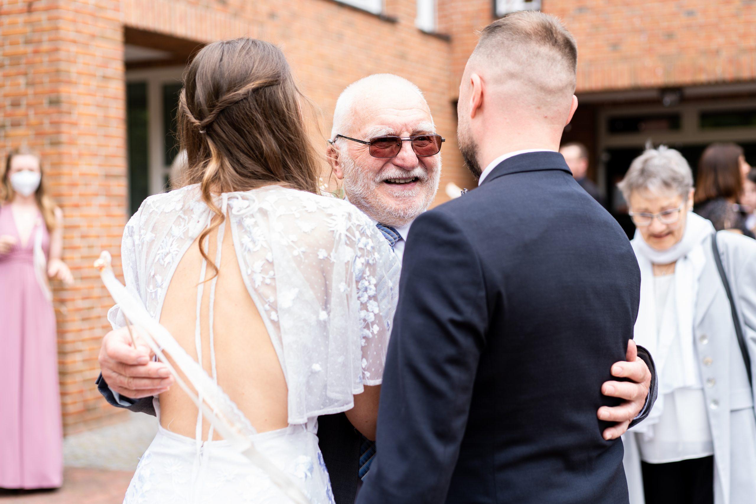 Hochzeitsempfang Hochzeitsbegrüßung Hochzeitsrede Brautpaar Ehe Fotografie Hochzeitsfotografin Weyhe Hochzeitsfotografie