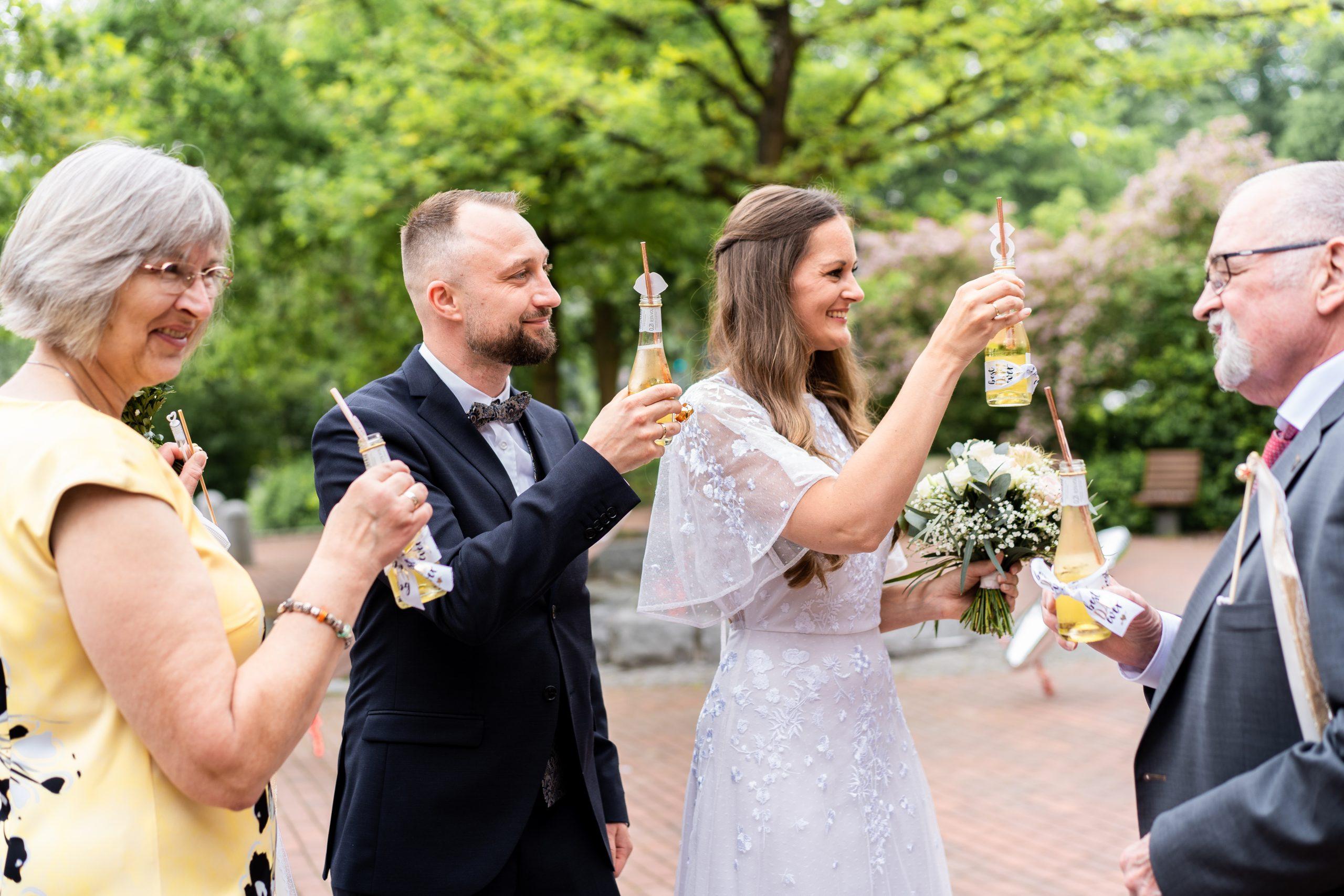 Hochzeitsfeier Brautpaar Hochzeitsfotografin Anlass Hochzeitsgäste
