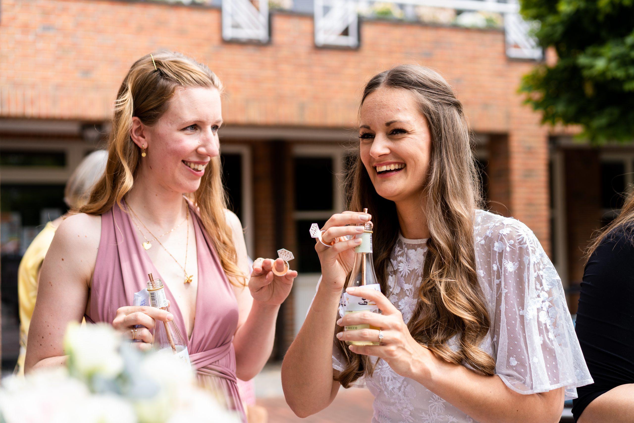 Hochzeitsempfang Fotografie Hochzeitsfotgrafie Braut Brautshooting Brautjungfern Verheiratet Brautbilder Hochzeitsbilder